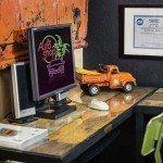 internet-station-in-customer-lounge